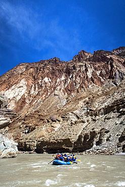 Rafting through magnificent Zanskar Gorge, Ladakh, India, Asia