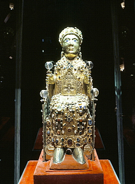 Reliquary statue of Ste. Foy, dating from 7th to 9th centuries and renovated in the 10th century, Treasury of Ste. Foy, Conques, Midi-Pyrenees, France, Europe