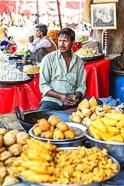 Street food vendor at the Pushkar Camel Fair, Pushkar, Rajasthan, India, Asia