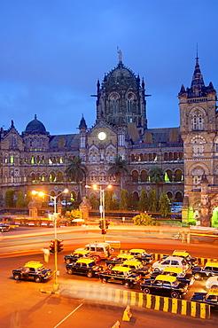 Taxis and Victoria Terminus, Mumbai (Bombay), India, South Asia