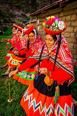 Quechua women of the Huiloc Community, Sacred Valley, Peru, South America