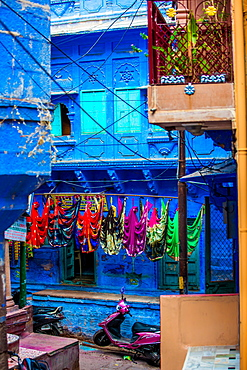 Street scene of the Blue Houses, Jodhpur, the Blue City, Rajasthan, India, Asia