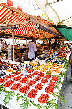 Market, Cours Saleya, Old Town, Nice, Alpes Maritimes, Cote d'Azur, Provence, France, Europe