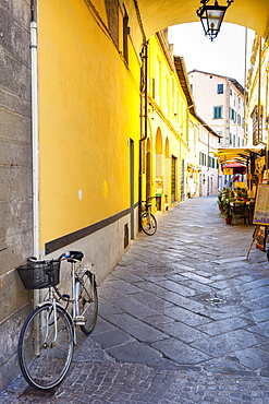 Bicycle parked at Via Degli Angeli, Lucca, Tuscany, Italy, Europe