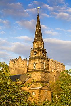 St. Cuthbert Parish Church and Edinburgh Castle, UNESCO World Heritage Site, Lothian, Scotland, United Kingdom, Europe
