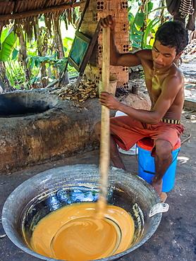 Man making palm sugar over a fire, village near Siem Reap, Cambodia, Indochina, Southeast Asia, Asia