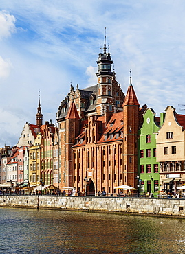 Motlawa River and Mariacka Gate, Old Town, Gdansk, Pomeranian Voivodeship, Poland, Europe