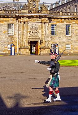 Guard of The Palace of Holyrood House, Edinburgh, Lothian, Scotland, United Kingdom, Europe