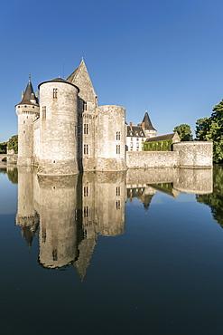 Castle and its moat, Sully-sur-Loire, UNESCO World Heritage Site, Loiret, Centre, France, Europe