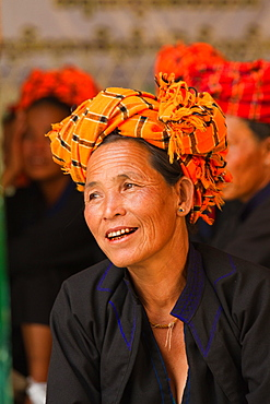 Pao tribe woman of Shan State, eastern Myanmar, the Shewedagon Temple complex, Yangon (Rangoon), Myanmar (Burma), Asia