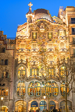 Casa Batllo, UNESCO World Heritage Site, modernist architecture by Antoni Gaudi on Paseo de Gracia Avenue, Barcelona, Catalonia, Spain, Europe