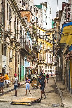 Busy street in La Habana (Havana), Cuba, West Indies, Caribbean, Central America
