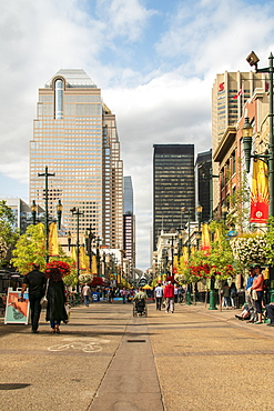 Shoppers on Stephen Avenue Walk, Downtown, Calgary, Alberta, Canada, North America