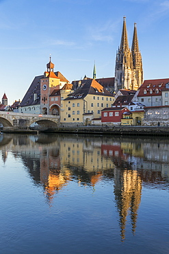 View to the Cathedral of St. Peter, the Stone Bridge and the Bridge Tower, Regensburg, Bavaria, Germany, Europe