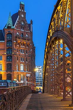 Typical building of the Speicherstadt (Warehouse Complex) and Kornhausbrucke (Kornhaus Bridge) at dusk, Hamburg, Germany, Europe