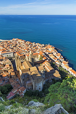 View from Rocca di Cefalu down to the old town and the Cathedral, UNESCO World Heritage Site, Cefalu, Sicily, Italy, Mediterranean, Europe