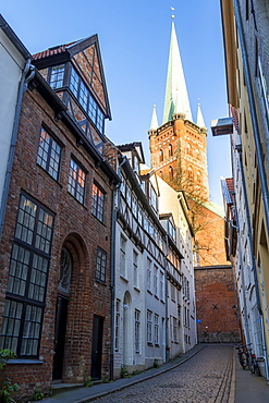 Small lane in the old town of Lubeck with view to the St. Petri Church, Lubeck, Schleswig-Holstein, Germany, Europe
