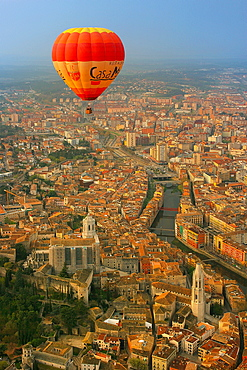 Hot air balloon tour, Gerona, Catalonia, Spain, Europe