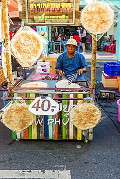 Thai chapatis being made at the famous Walking Street night market in Phuket old Town, Phuket, Thailand, Southeast Asia, Asia