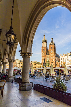St. Mary's Basilica in the main square in the medieval old town, UNESCO World Heritage Site, Krakow, Poland, Europe