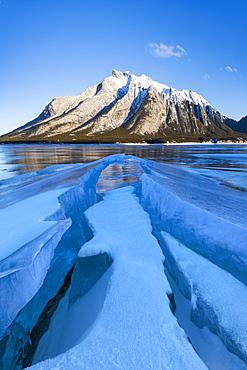 Winter scene at Lake Abraham, Kootenay Plains, Alberta, Canadian Rockies, Canada, North America