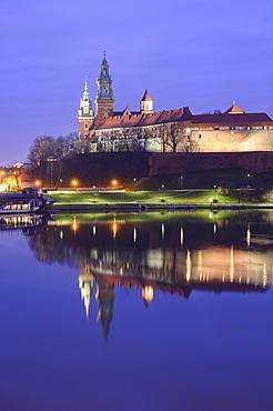 Wawel Castle, UNESCO World Heritage Site, reflected in the Vistula River, at sunrise, Krakow, Poland, Europe