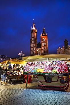 Christmas markets with Saint Mary's Basilica, Market Square, UNESCO World Heritage Site, Krakow, Poland, Europe