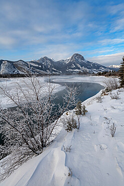 Bow River in winter with mountains, Jasper, Canadian Rocky Mountains, Alberta, Canada, North America