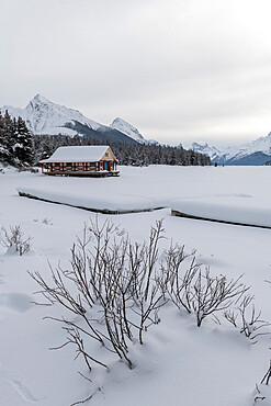 Winter at Maligne Lake, Canadian Rocky Mountains, Jasper National Park, UNESCO World Heritage Site, Alberta, Canada, North America