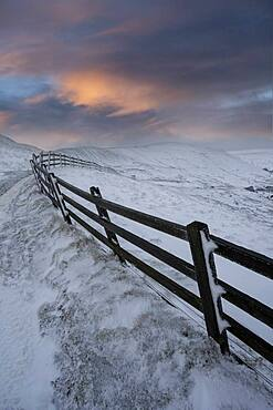 Winter view with fence leading towards Rushup Edge, Peak District, Derbyshire, England, United Kingdom, Europe