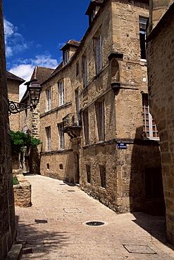Narrow street, Sarlat, Dordogne, Aquitaine, France, Europe
