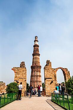 Qutub Minar, minaret and victory tower, UNESCO World Heritage Site, New Delhi, India, Asia
