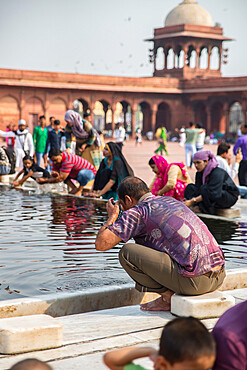 Ablutions, Jama Masjid Mosque, New Delhi, India, Asia