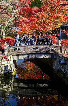 Students, in Kiyomizu-dera temple, Kyoto. Kansai, Japan.