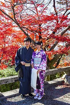 Couple, in Kiyomizu-dera temple, Kyoto. Kansai, Japan.