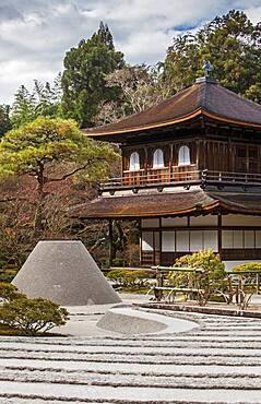 Silver Pavilion and Zen garden symbolizing Mount Fuji and the sea, in Ginkaku ji temple, Kyoto, Kansai, Japan