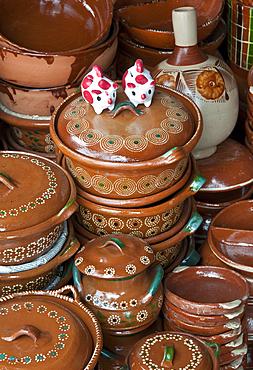 Pottery shop in Tonal·, Mexico.