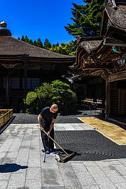 Monk working on Zen Garden at Yochi-in temple in Koyasan (Mount K?ya), a huge temple settlement in Wakayama Prefecture to the south of Osaka