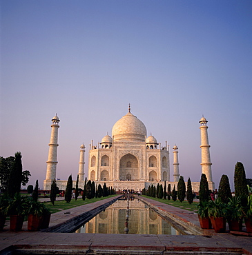 The Taj Mahal at dawn, Agra, Uttar Pradesh, India
