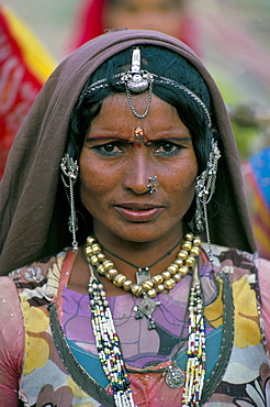 Portrait of a desert nomad gypsy woman, Rajasthan state, India, Asia