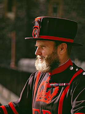 Beefeater (Yeoman Warder) at the Tower of London, England, United Kingdom, Europe