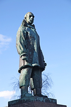 Statue of Roald Amundsen, famous Norwegian explorer, in main square of Tromso, Troms, Norway, Scandinavia, Europe