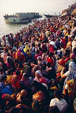 Mass bathing in the Ganges (Ganga) River during the Kartik Poonima Festival, Varanasi (Benares), Uttar Pradesh State, India, Asia