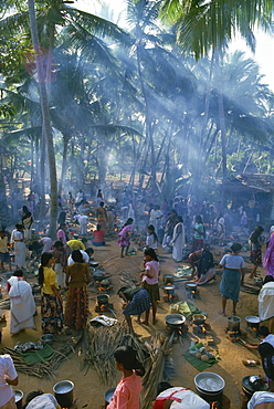 Crowds just behind Kovalam Beach, for the Temple Festival, Kerala state, India, Asia