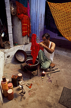 Tie and dye process, Bhuj town, Kutch district, Gujarat state, India, Asia