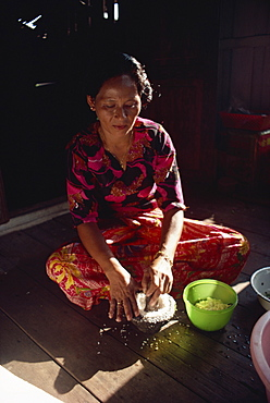Housewife making coconut milk, northern Malaysia, Malaysia, Southeast Asia, Asia