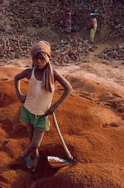 Recycling of building bricks for more brickmaking, India, Asia
