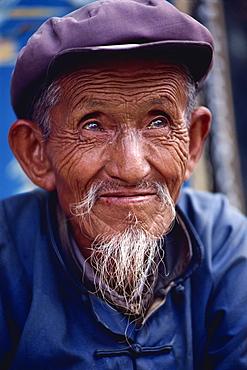 Elderly Bai man, Xizhoui, near Dali, Yunnan Province, China, Asia