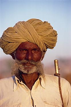 Camel herder, Pushkar Fair, Rajasthan state, India, Asia
