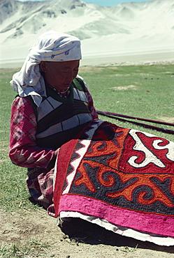 Kirghiz lady embroidering on felt, Karakoram, China, Asia